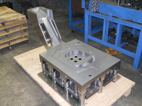 single cavity static pour permanent mold casting